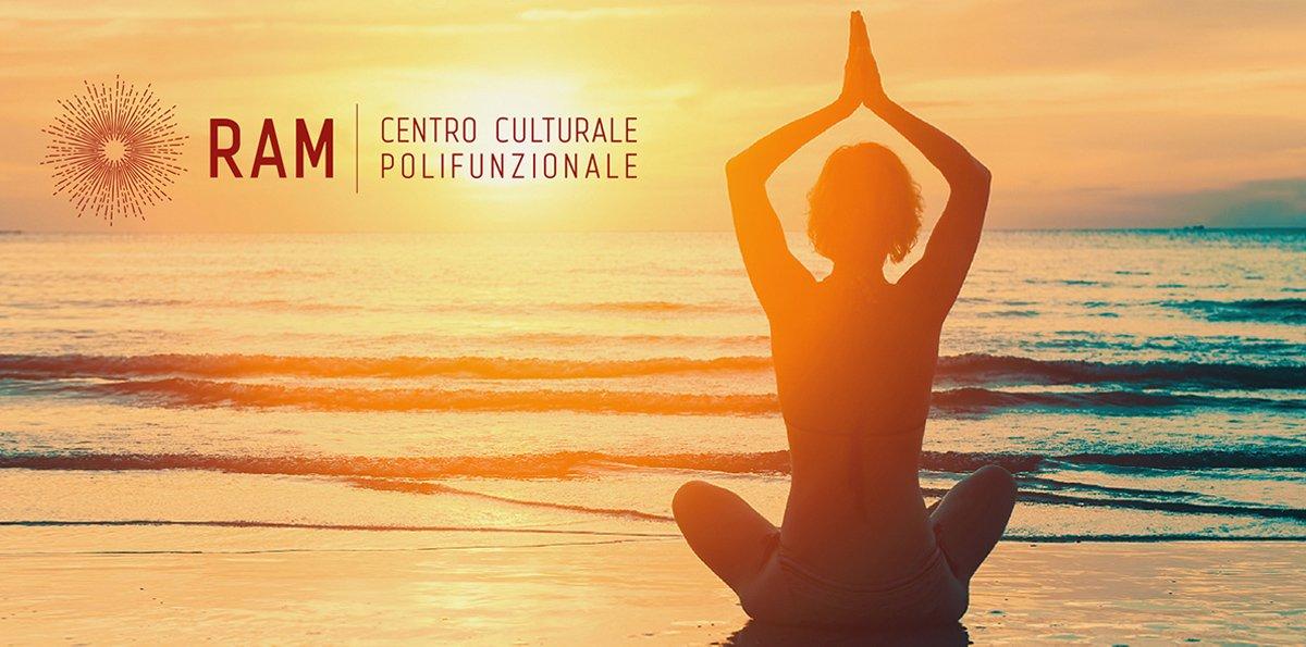 ROMBO_ROSSO_COMUNICAZIONE_centroram_yoga_orizzonte